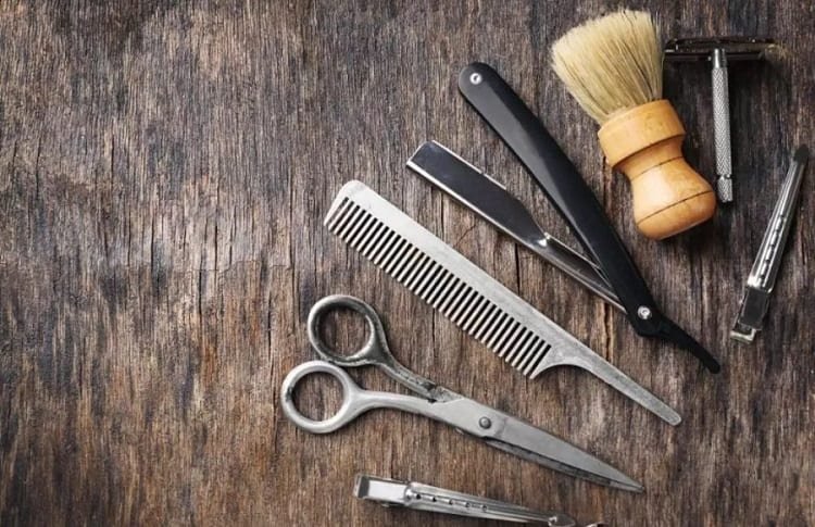 WHAT IS IN A BEARD GROOMING KIT?